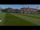 Месси забивает гол из-за ворот