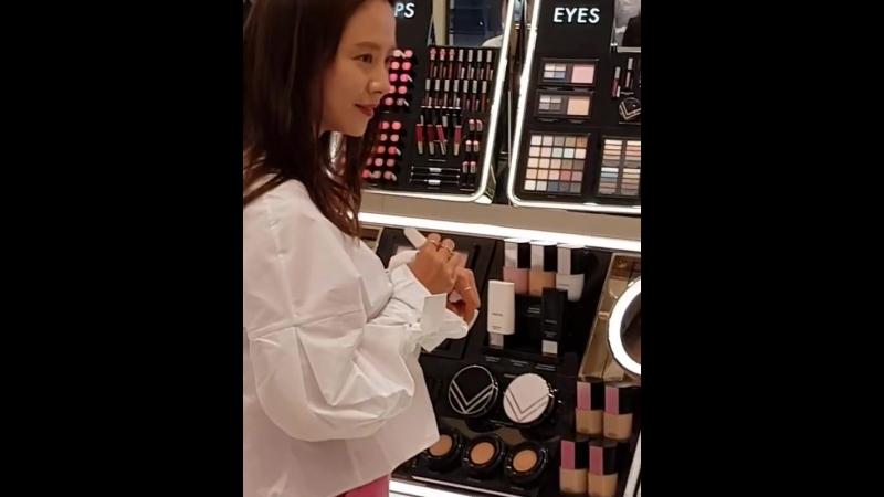 ДжиХе прошел открытие косметическим брендом для vidivici