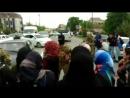 Митинг в Хасавюрте У Администрации города собрались люди возмущенные закрытием рынка на Набережной Хасавюрт