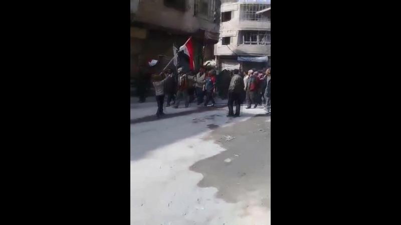 Residentes de Guta Oriental en Siria muestran su apoyo al Ejército