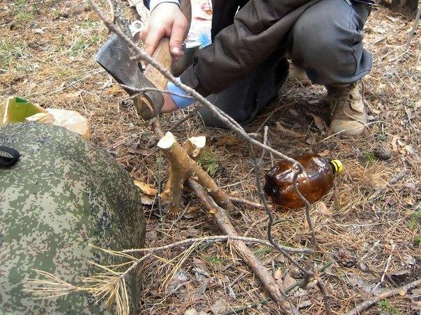 L3TL 3havts - Делаем простейшее укрытие в лесу для трех человек