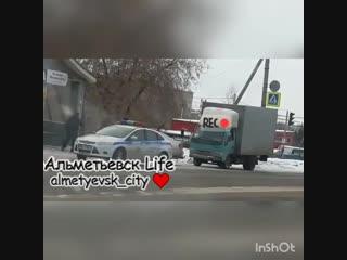 В Альметьевске пьяный водитель толкнул сотрудника ДПС