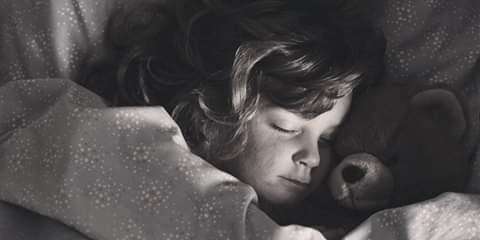 ТАКИ ФЭНТЭЗИ - Докушала, мамочка Ну, на здоровьичко! А теперь пижамку и спать, - старая Бася с невыразимым умилением смотрела на внучку. - Баааа - шестилетняя Риточка проглотила остатки зефира,