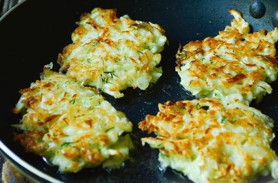 Оладьи из молодой капусты с плавленым сыром