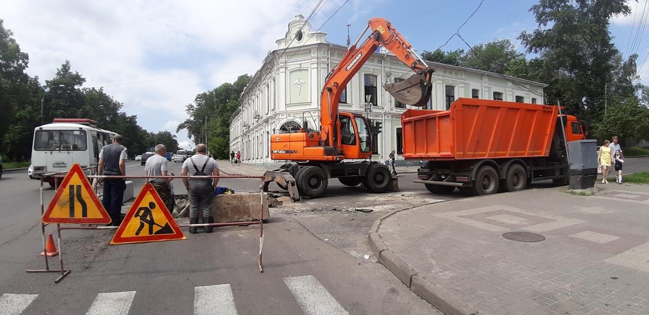 Горячую воду после аварии на ул. Павлуновского Курска дадут 24 мая
