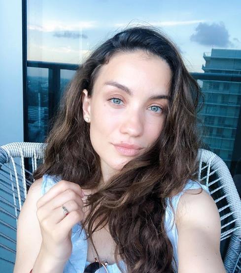 Виктория Дайнеко поделилась снимком с минимум макияжа!