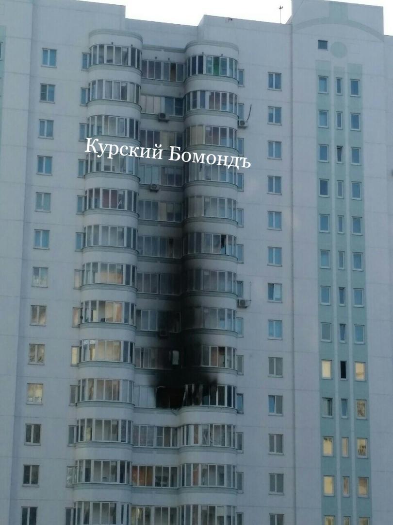 Курск. Тушить пожар на проспекте Клыкова огнеборцам мешали припаркованные машины