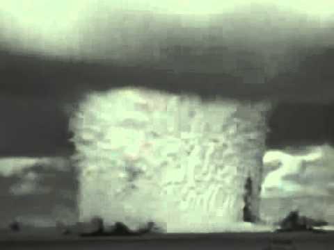 Взрыв атомной бомбы под водой