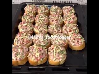 Бутерброды Ленивая пицца - жми на название видео и смотри рецепт.