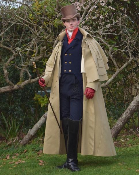 А это 25-летний Зaк Пинсeнт, любит одеваться в стиле 19-го века.