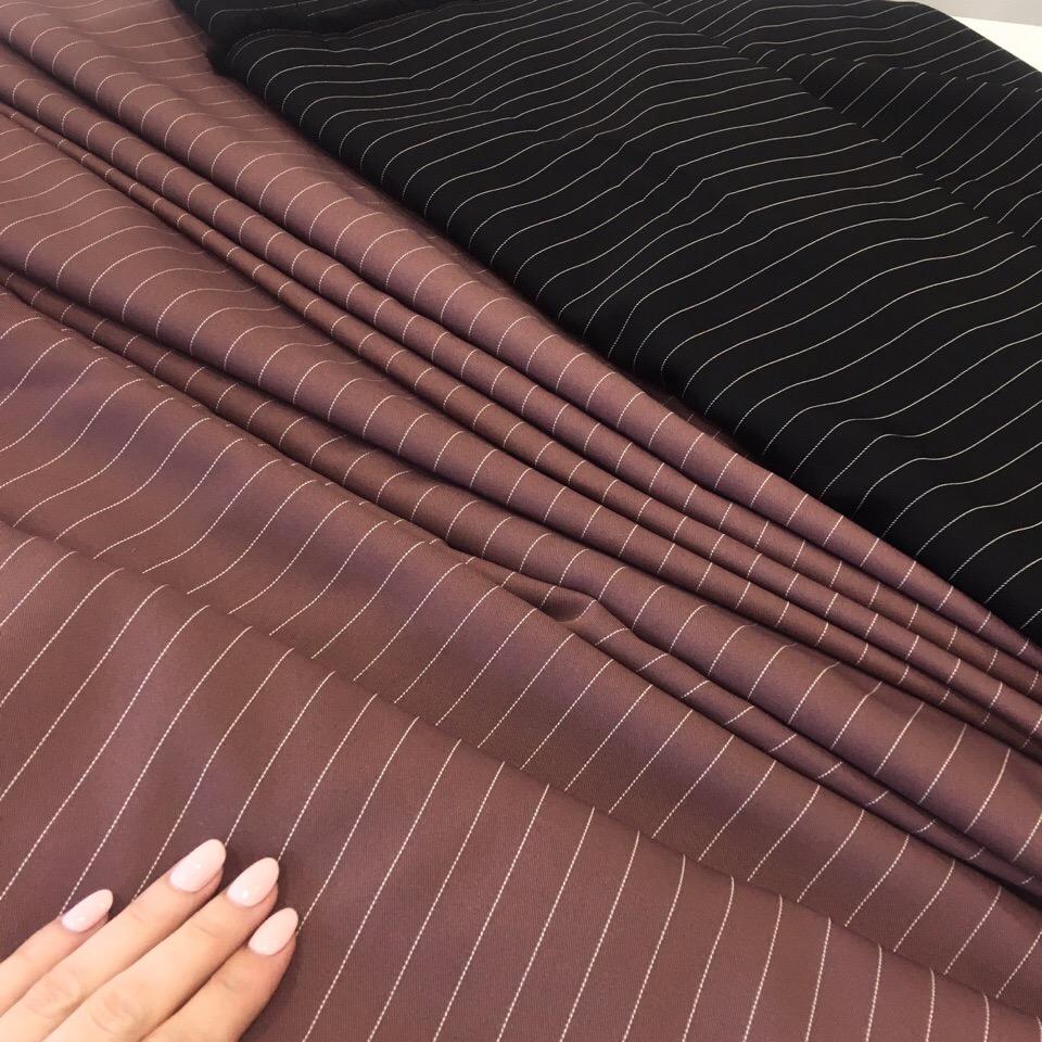 Костюмная вискоза и интересная идея платья, которое можно носить не только как сарафан, но и надевая под него рубашку и водолазку  Получается очень универсальная вещь на любой сезон
