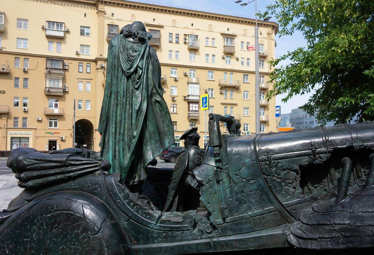 интересные памятники в москве фото блокнот наполнена графическими