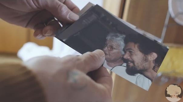 Аквамен и бабушка: трогательная связь поколений Красавчика Джейсона Момоа обожают миллионы красавиц по всему миру. Но сердце звездного киногероя принадлежит одной-единственной женщине, на