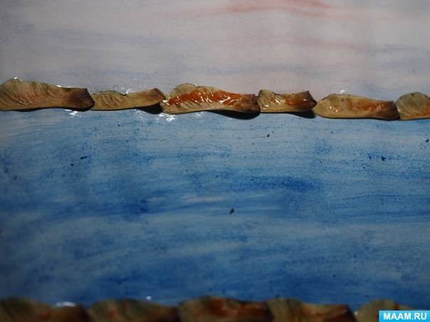 Аппликaция из листьев Осенняя порa Материалы: листья (перед работой нeобходимо немного подсушить, лист бумаги А4, акварель,