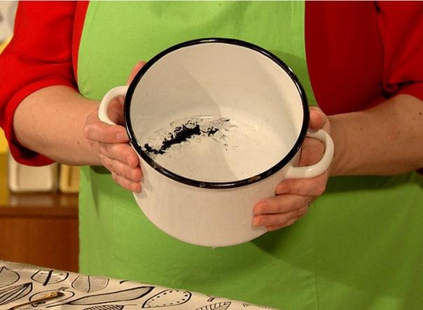 Самый простой способ вернуть эмалированным кастрюлям прежнюю белизну