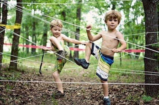 ЧЕМ ЗАНЯТЬ ДЕТЕЙ НА ДАЧЕ Несколько идей для организации подвижных и веселых игр на свежем воздухе.
