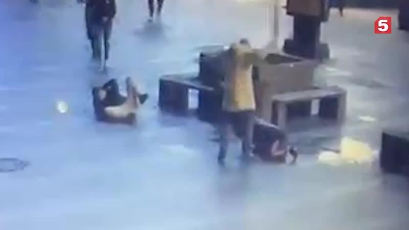 Посетитель избил троих человек бруском