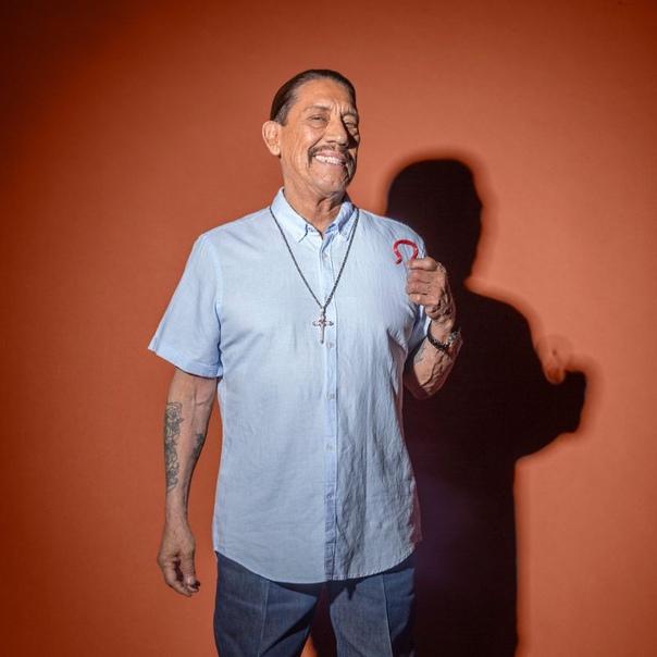 75-летний Дэнни Трехо рекламирует хомутик для вялых членов за бешеные бабки 75-летний актер Дэнни Трехо согласился стать официальным лицом штуки под названием Giddy - этакого хомутика,