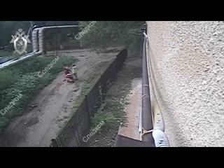 В Саратовской области упавшая с крыши болгарка едва не убила двухлетнюю девочку