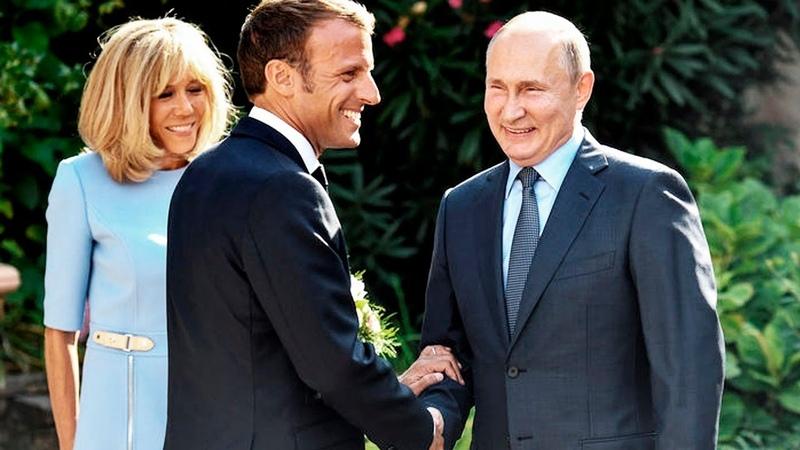 ДЕДУШКА ГАРЦУЕТ | Что путин во Франции нагородил | Разводит Макрона как лоха