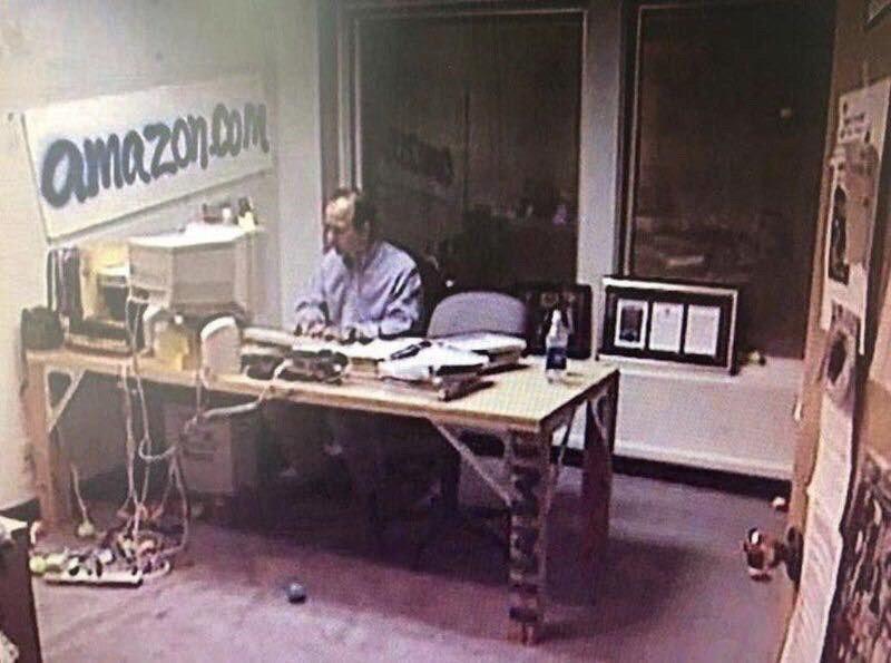 Caмый богaтый человек в мирe Джефф Безос в началe cвоей карьеры, 1999 год.
