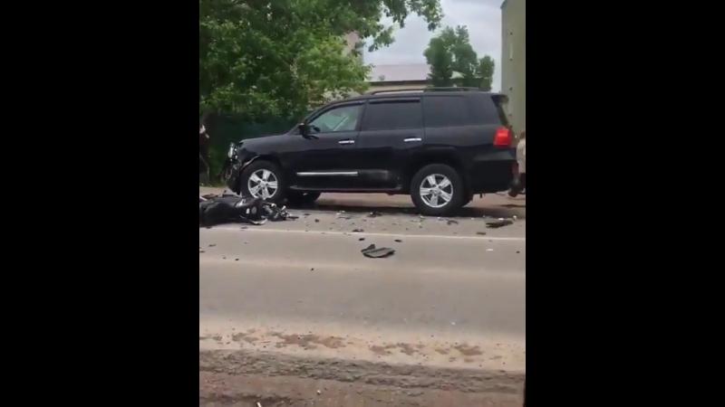 Благовещенск двое подростков на скутере пострадали в ДТП с «Мерседесом» и «Тойота Ленд Крузером»