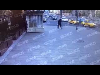 🚗 На Баррикадной улице автомобиль протаранил магаз...