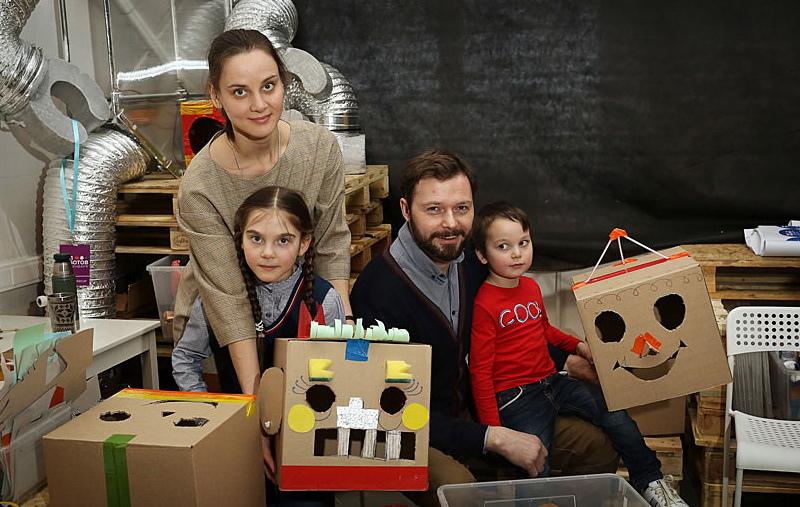 Илья Носков с семьей.