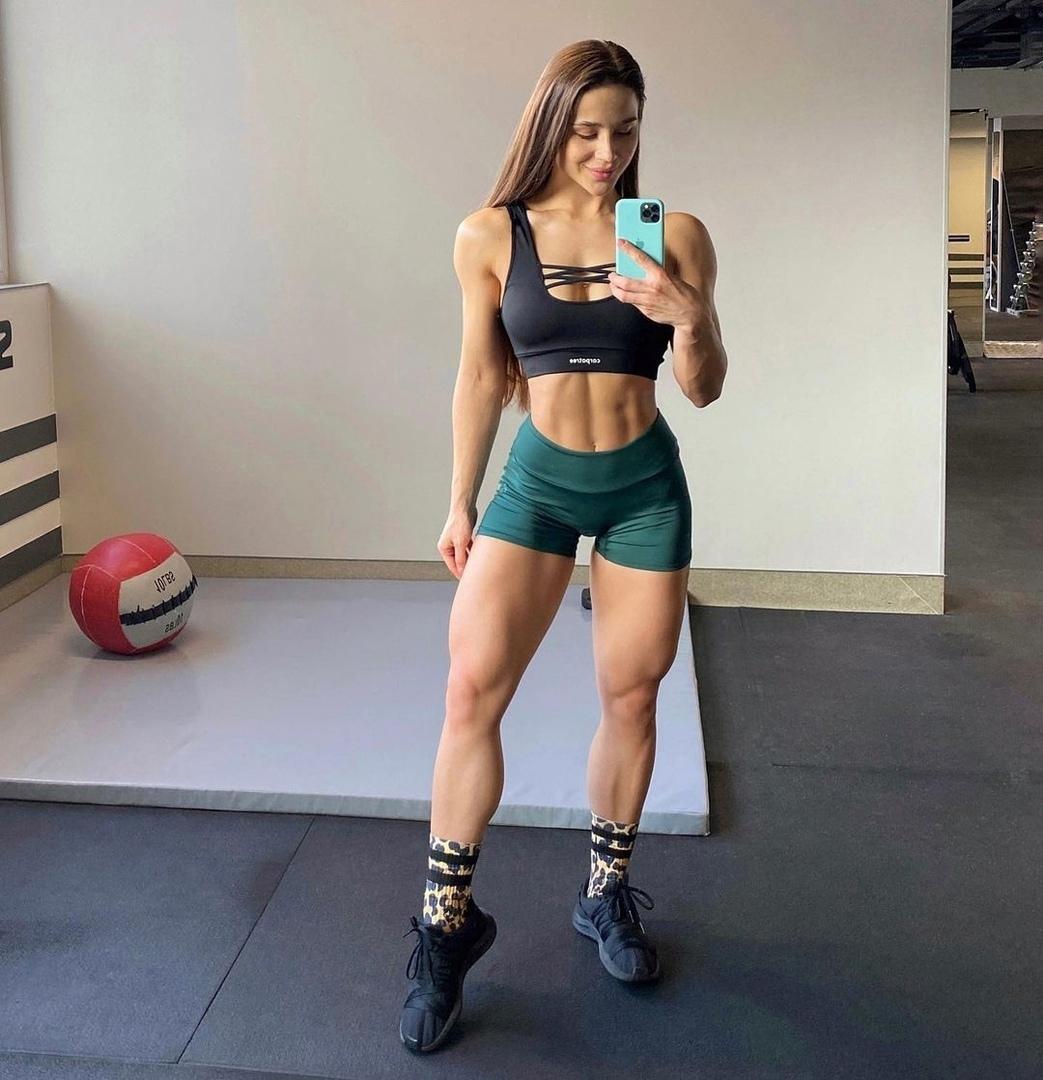 Олеся Шевчук — фитнесс-тренер с потрясающей спортивной фигурой, которая мотивирует пойти в зал прямо сейчас
