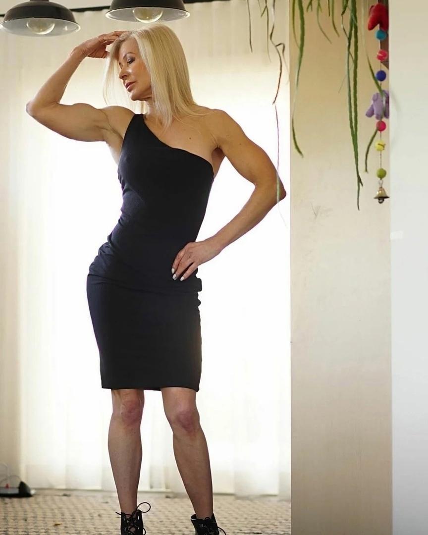 «Я вам не бабушка»: пенсионерка, которая в 63 года создает свое идеально тело в спортзале