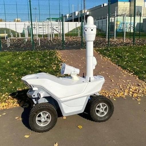 В зеленоградском парке Победы появился робот-охранник