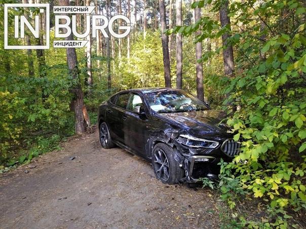 В Шарташском лесопарке заметили брошенный автомоби...