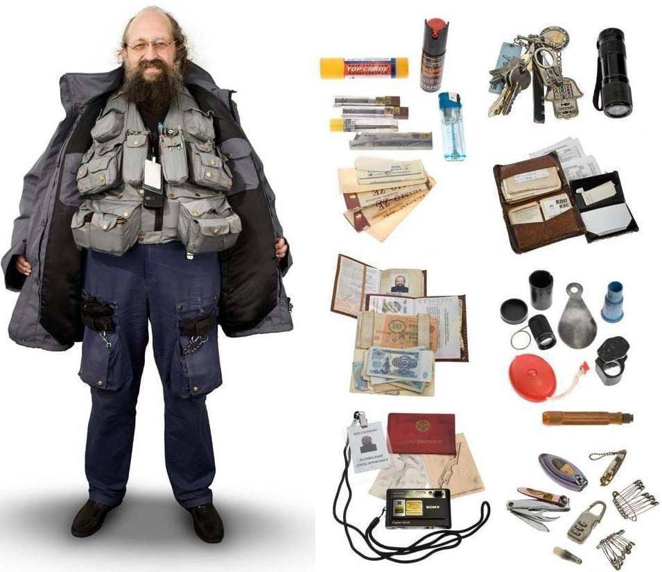 Вассермана на время заседаний в Думе попросят снять жилетку, потому что в карманах он носит много всего, что на режимные объекты проносить запрещено