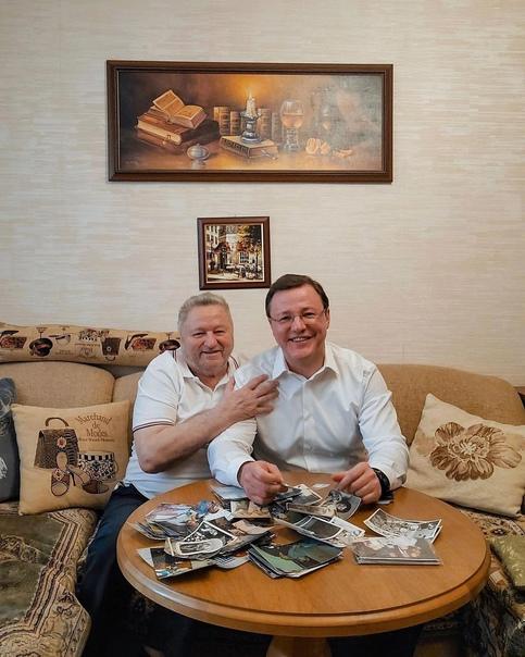 Дмитрий Азаров поздравил своего папу с Днем отца, ...