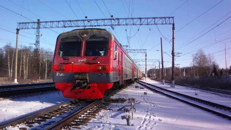 Новозыбковский поезд и электропоезд на Поварово на станции Бекасово 1