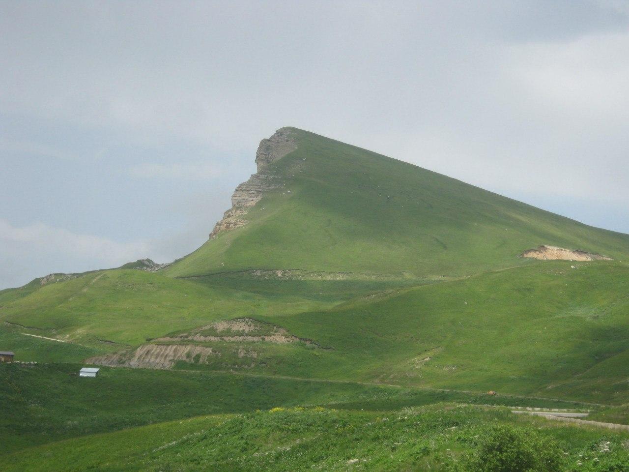 Гора-сфинкс с восточной стороны