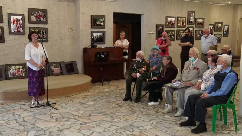 Пущинские ветераны посетили фотоэкспозицию Сергея Воронина Бессмертный полк