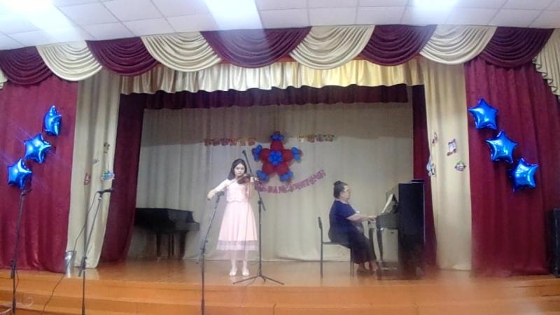 26 Выпускница Лиля Аблязова (преп. Сервиназ Мустафаева)