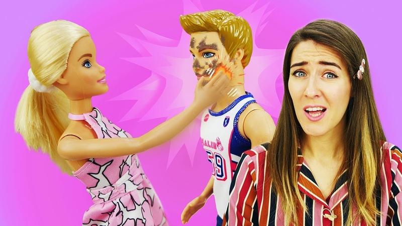 ¡Ken pide la mano a Barbie! Accesorios de Barbie. Juegos con Barbie en español.