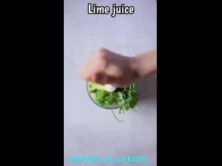 Паста из цукини с авокадо