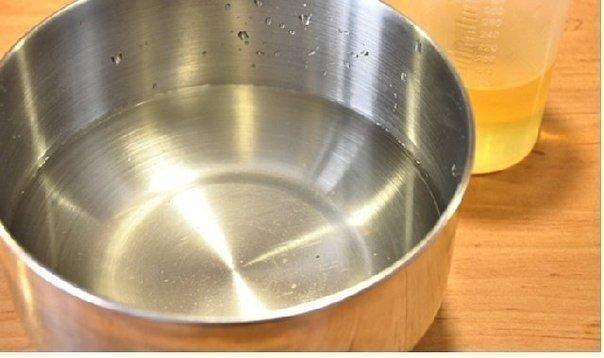 ЧЕБУРЕКИ С МЯСОМ Очень удачное хрустящее тесто!Ингредиентына тесто:Мука 8 стаканаВода 3 стаканаСоль 2 ч. л.Сахар 2 ч. л.Масло растительное 150 млВодка 1 ст. л.Да, и никогда не добавляйте в тесто