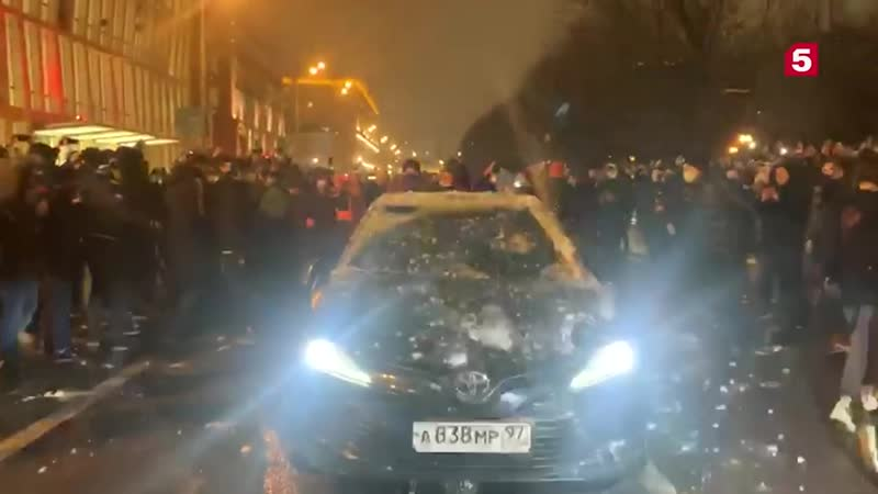 Водителю машины сномерами АМР протестующие выбили глаз